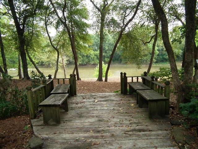 18 Macduff Lodge River Deck on River